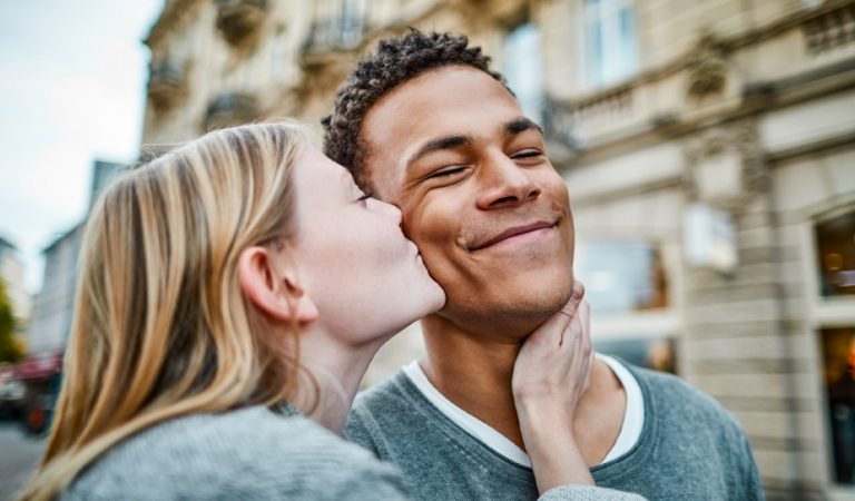 How to make men fall in love with women?
